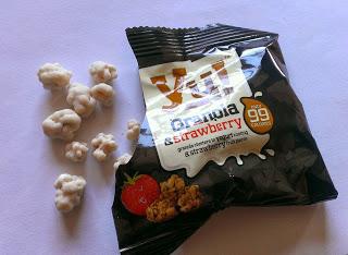Yu! Granola & strawberry snacks