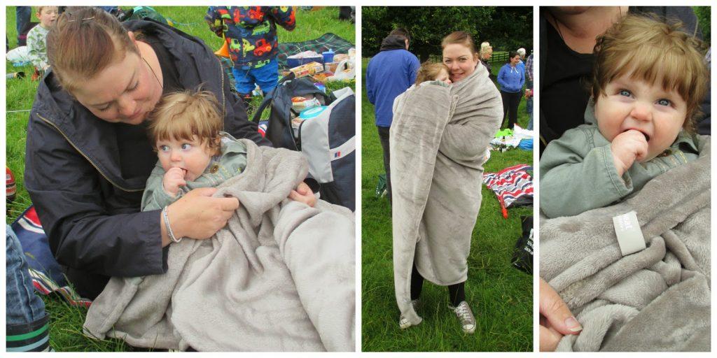 Heat Holders Snuggle Up blanket