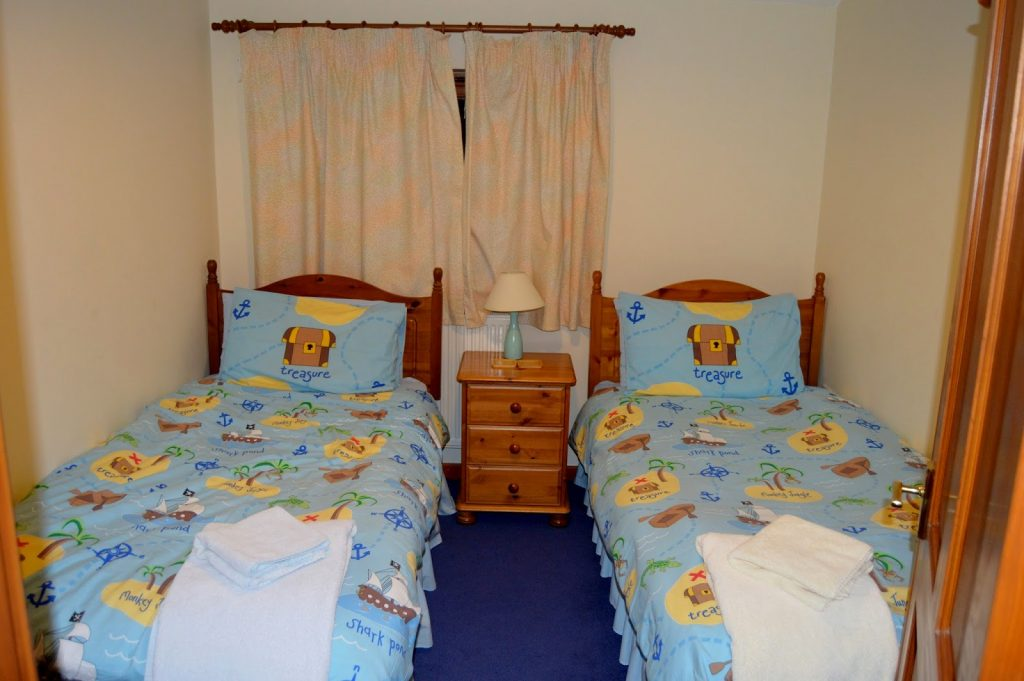Coed Gelert Holiday Cottages - twin room 1