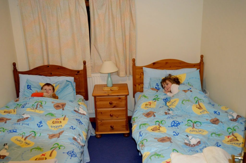 Coed Gelert Holiday Cottages - kids in bed