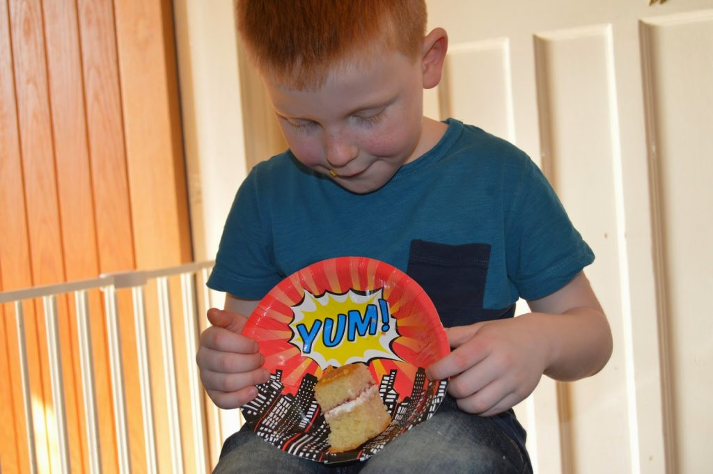 Super hero party plates from Fabulous Partyware