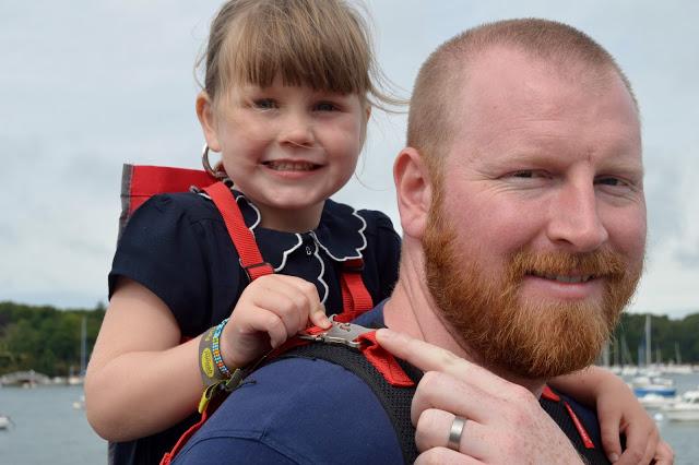 Four year old girl on Daddy's back - Hamahaki Hopp