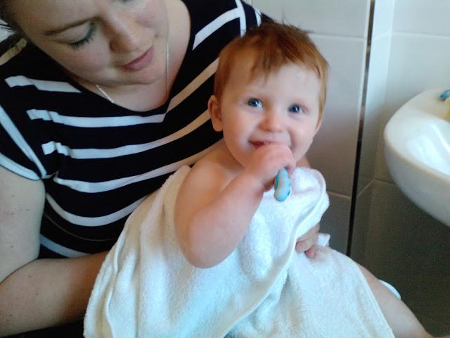 Brushing baby's teeth - Nelson Teetha