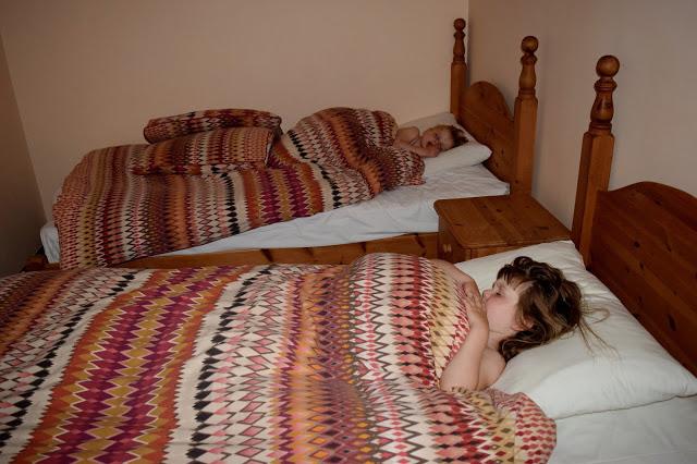 Low Moor Cottages - kids sleeping in twin room