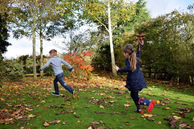 Chlo throwing leaves at Ben