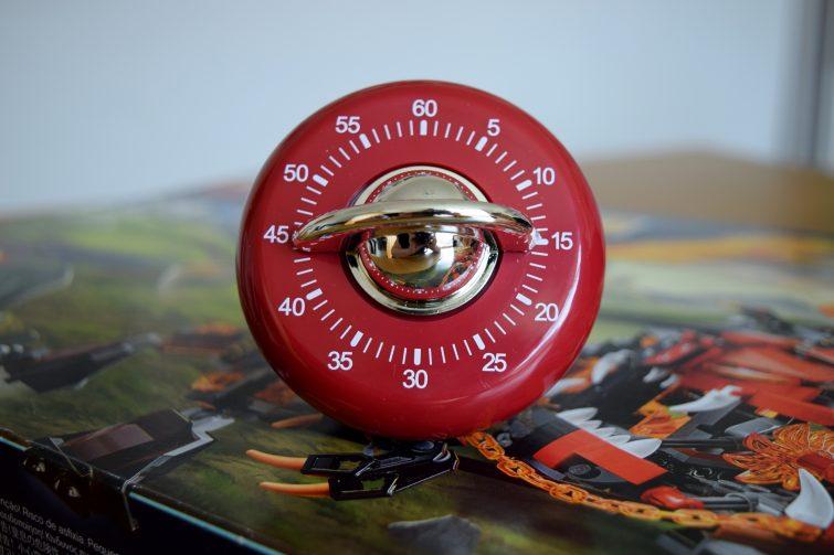 Debenhams vintage style timer set to 15 minutes