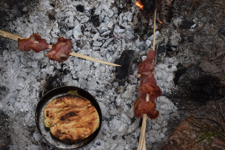 Campfire breakfast - pizza breads and crispy bacon