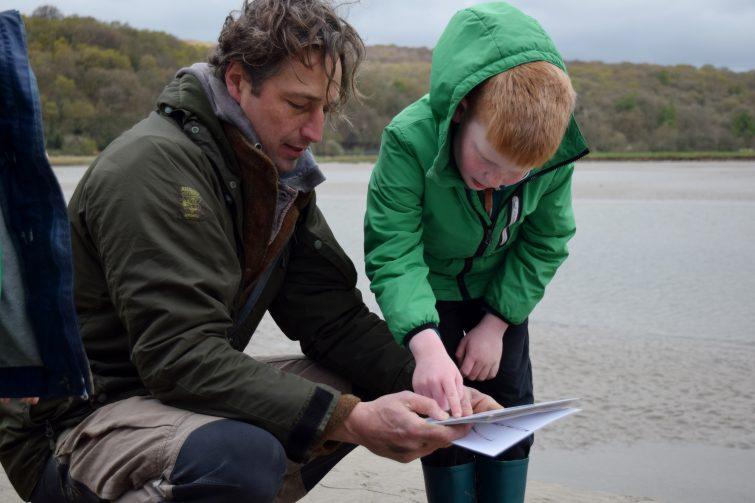 Using a key to identify bird tracks with Ben McNutt, Woodsmoke