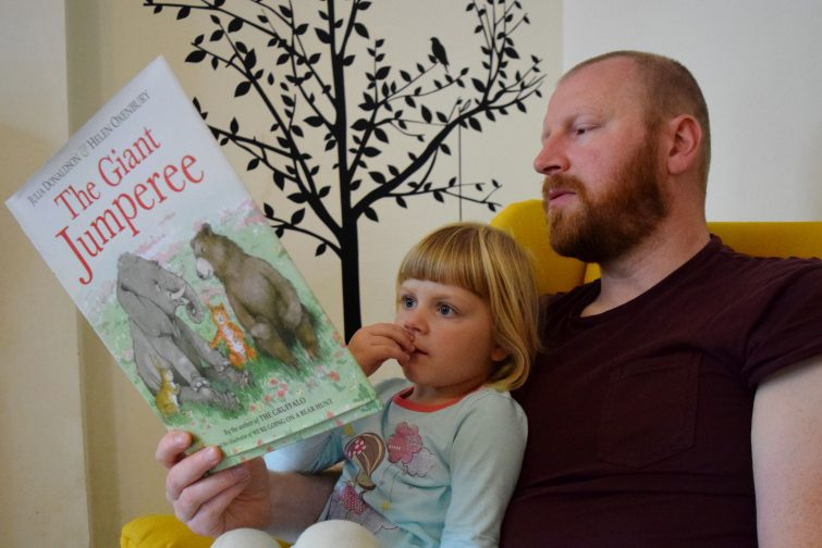 Daddy & Amy reading Julia Donaldson book #StartAStory Puffin Summer Reading campagin