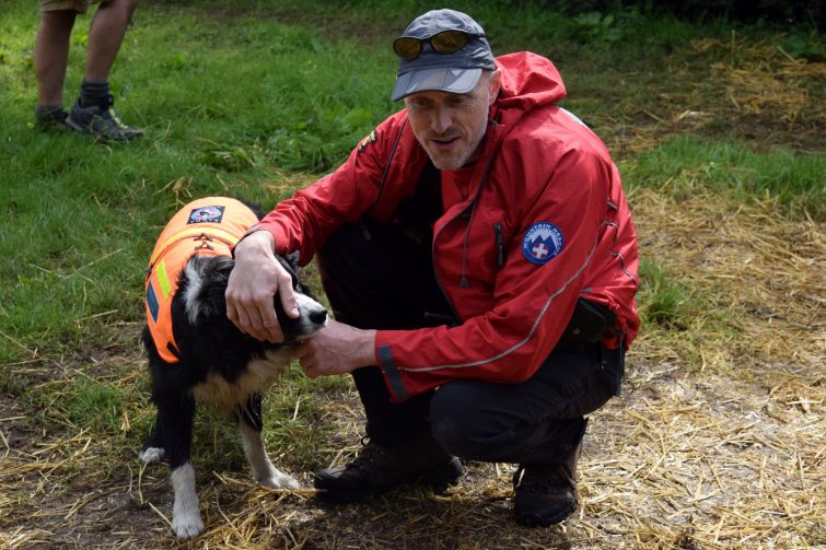Mick & Bob from the Oldham Mountain Rescue Team
