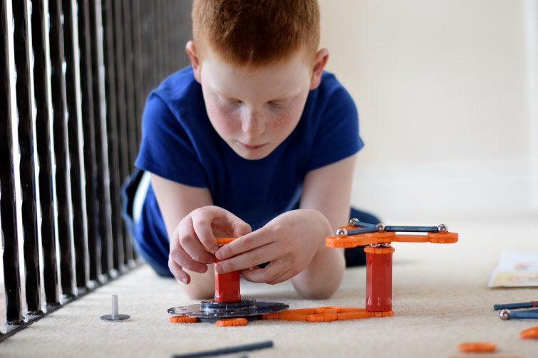 Developing fine motor skills with Geomag Mechanics