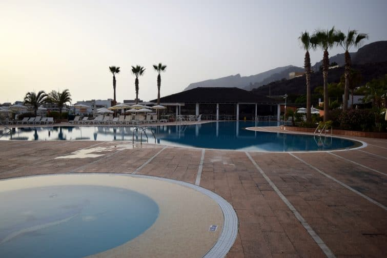 Holiday Tenerife - quiet pool in the evening