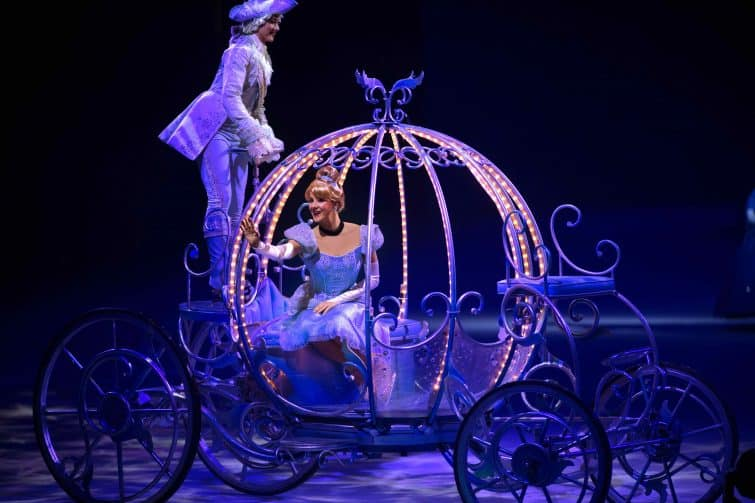 Disney on Ice Dream big Cinderella carriage