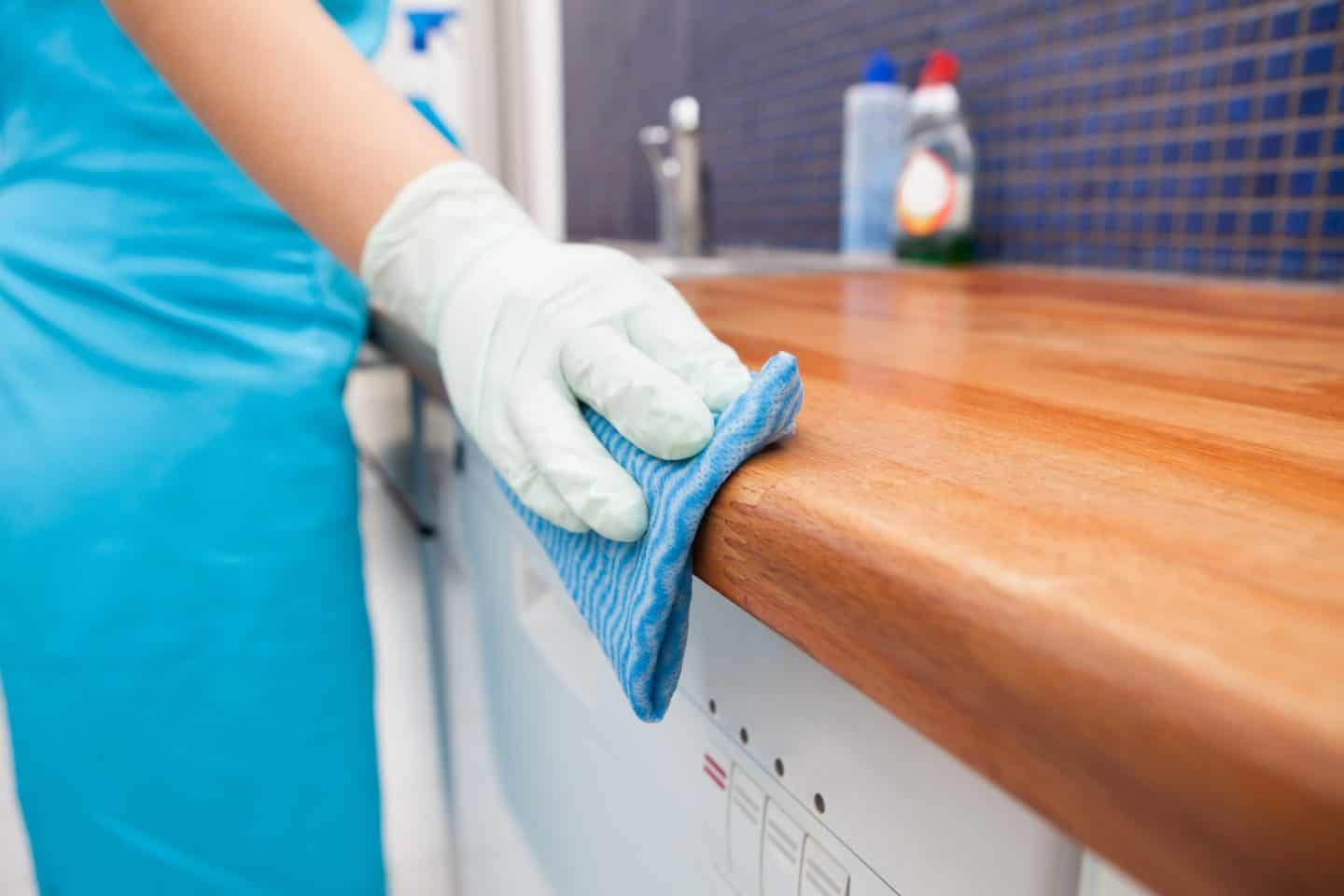 Hiring a cleaner - cleaning the kitchen worktops