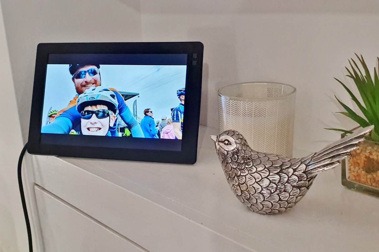 Nixplay smart frame displays photos from your phone